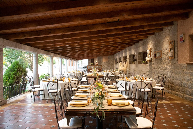 Mesas en el Porche Fogón de la Casona (foto)